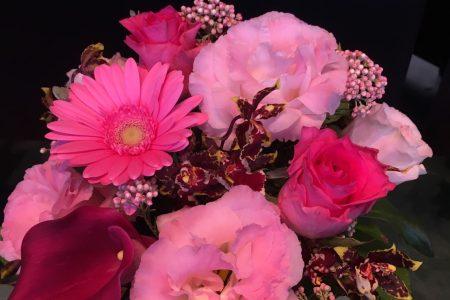 今週入荷の花を入れたアレンジメント!